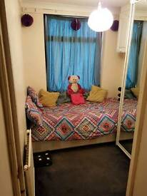 Single room available near Colliers Wood station