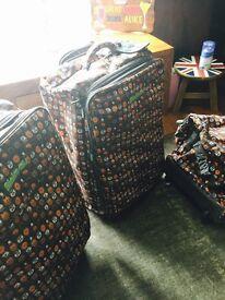 Minimals Set of Suitcases
