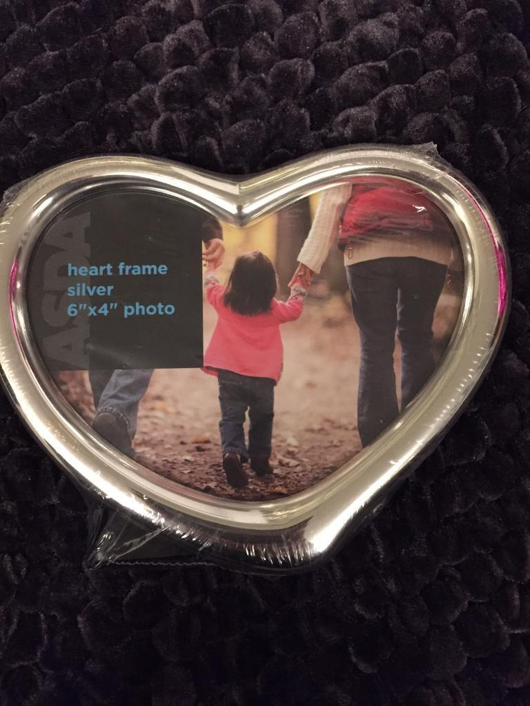 Heart metal picture frame