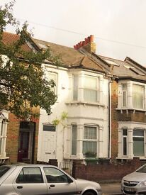 Bright double room in a large Victorian house (SE8 5BD)