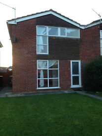 3 bed semi detached house to rent in Mead Vale