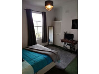 SPACIOUS MODERN furnished DOUBLE ROOM to rent in BATTERSEA SW11 Clapham Junction Wandsworth