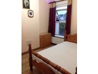 SSpacious double room.all bills included.availabe now .free wifi