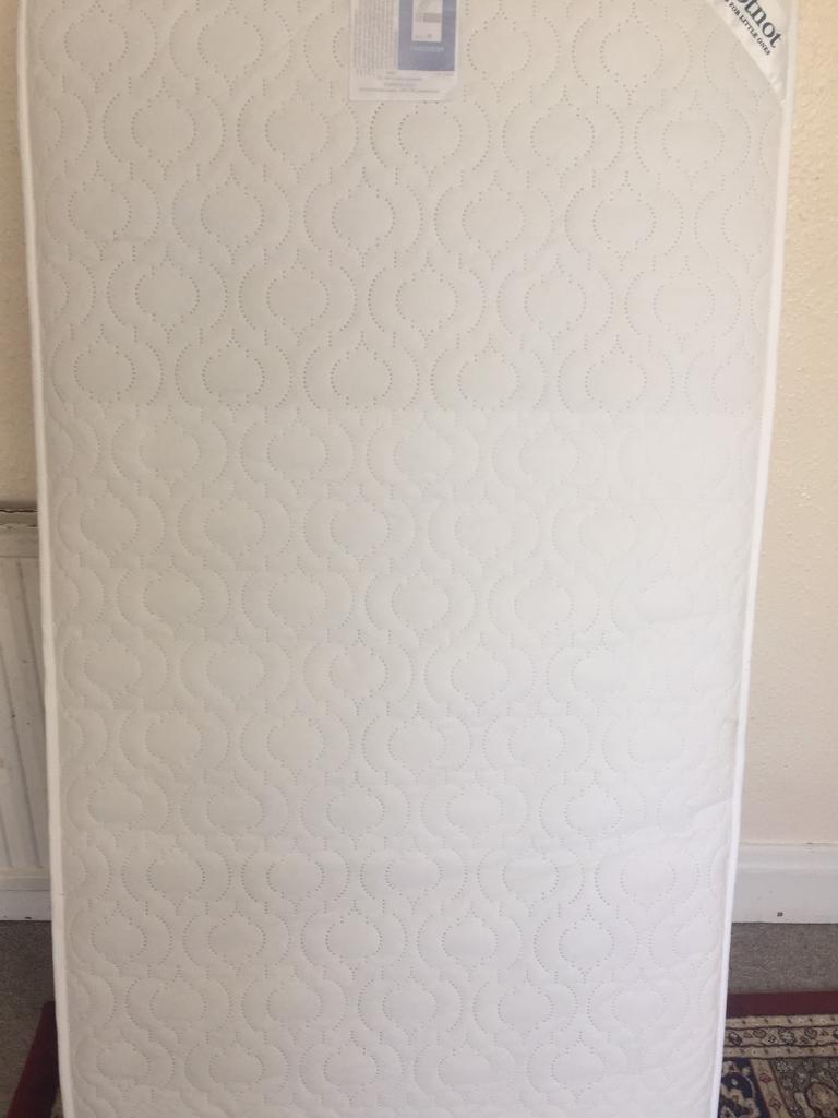 AS NEW IZZIWOTNOT Luxury Toddler mattress RRP £90