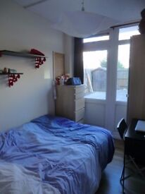 Cosy room in Brixton available now for £135pw all bills included and free WiFi!