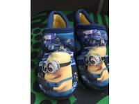 Minions slippers barely worn size8