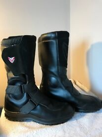 Italian WINNA ladies motorbike boots hardly worn -size 8