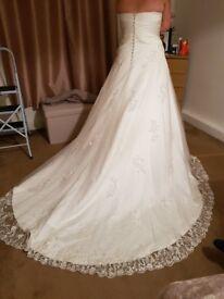 Ivory/white wedding dress