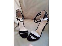 Strap band black heels