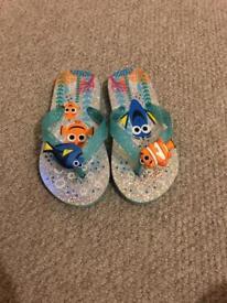 Girls Disney finding nemo flip flops size 10