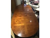 Quality extendable table and chairs for sale, 6 chairs and 2 carvers. With removable table sections