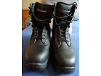 Size 6 worn once Goliath Safety Boots and new hard hat.