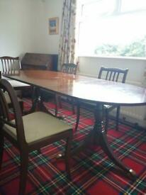 Beautiful Mahogany dining table and 6 chairs