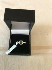 Chrome diopside and white topaz ring