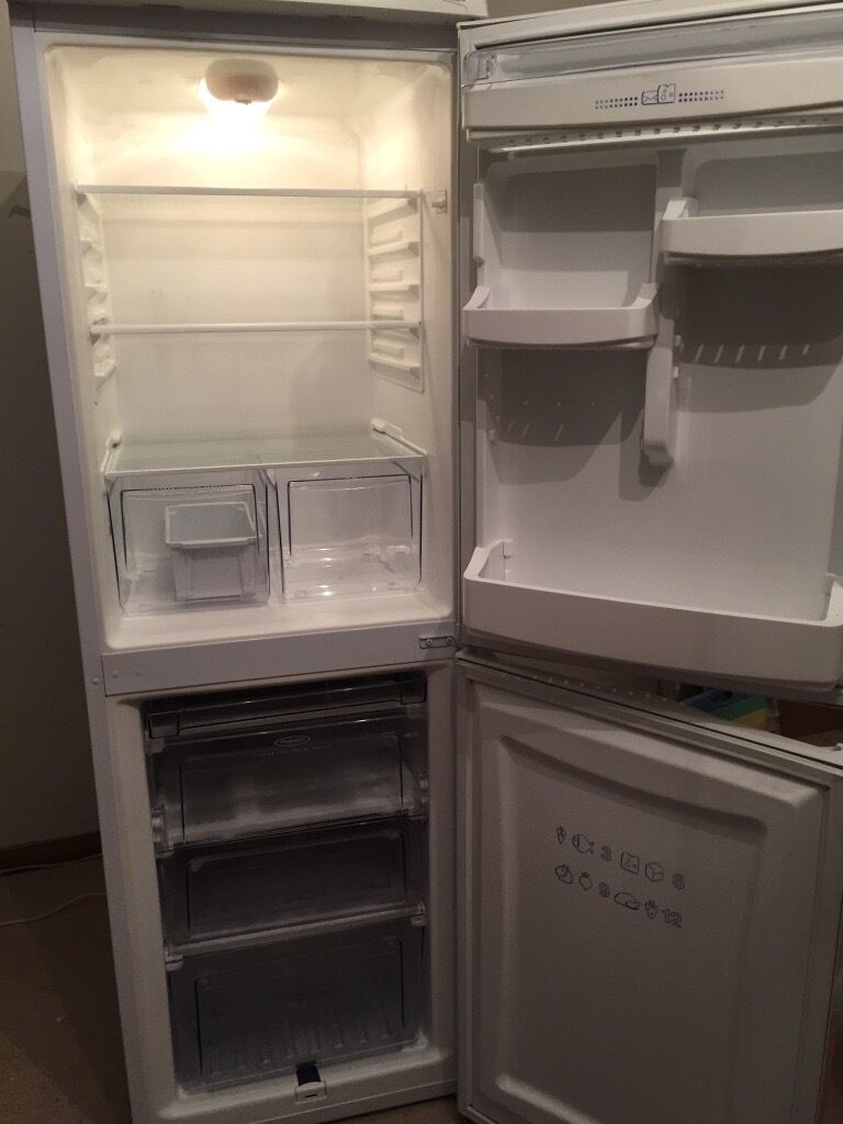 Hotpoint Iced Diamond Fridge Freezerin Uddingston, GlasgowGumtree - Perfect condition. Model RFA51P. Clean inside and out. Unmarked. Uplift only. Uddingston. Bosch washer dryer and Hotpoint Aquarius Slimline Dishwasher also for sale. Selling as refurbing kitchen with built in appliances