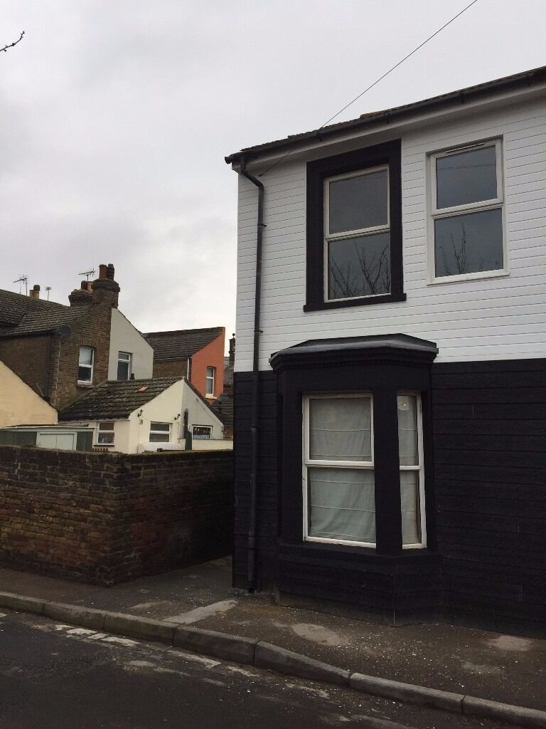 HOUSING BENEFIT AND PETS ACCEPTED - 6-8 Bed House in Russell Street, Sheerness ME12 1PP - £1199pcm