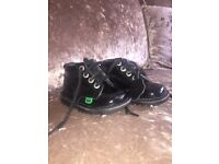 Girls black painten kickers. In really good condition, slight scuff mark on one shoe.