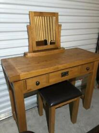 Oak dressing table with stool and mirror, very good condition, can deliver