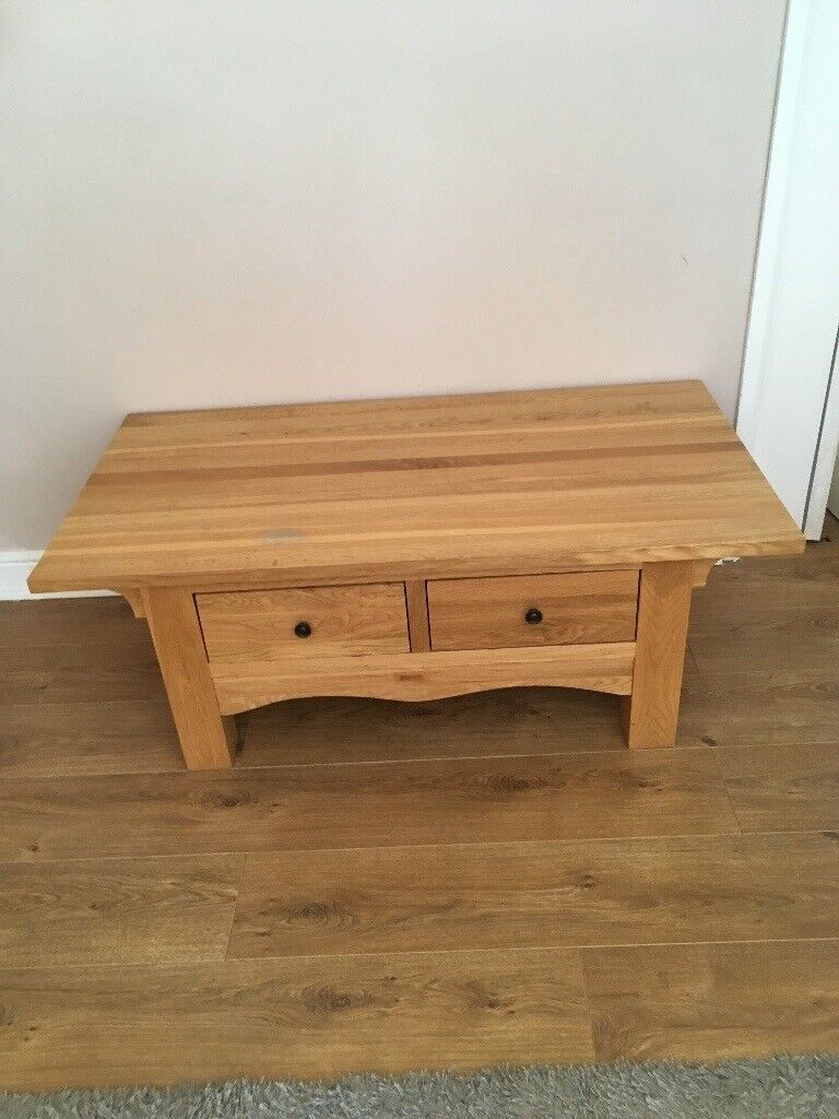 Solid Oak Lovely Coffee Table With 2 Drawers In
