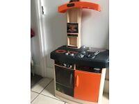Children's play kitchen set