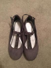 Next Girls Grey Pumps sz 2