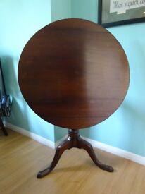 Elegant Victorian flip-top, tripod dining table
