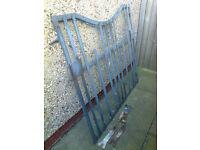 1950s metal gate w hinges & latch