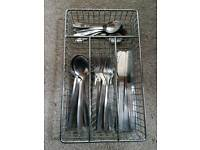 Cutlery set with metal cutlery tray