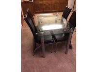 Extendable glass dining table + 4 black chairs
