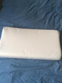 Tempur pillow (like new)