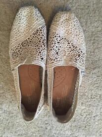 Women's cream lace toms- brand new!
