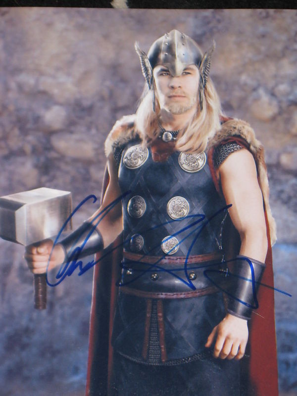 CHRIS HEMSWORTH SIGNED AUTOGRAPH 8x10 THOR AUTO PROOF