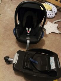Maxi Cosi Cabriofix and Easy fix base