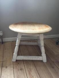 Solid oak small vintage shabby chic side table / lamp table