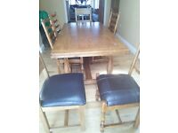 Solid oak beautiful dining table and chairs - Excellent condition