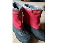 Mucker boots size 9 ( ladies or gents )