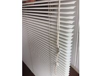 Venetian blind white + 2pcs of curtain rails
