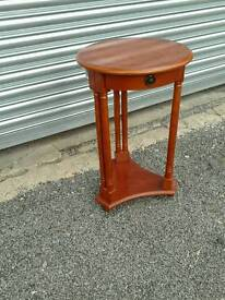 Round occasional table / plant stand