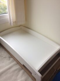 Mamas and papas cot changing table