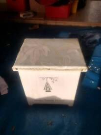 Storage chest / seat