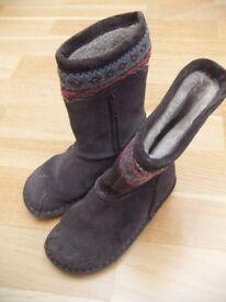 Clarks girl dark grey boots size 8.5