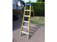 6 TREAD FIBERGLASS STEPLADDER