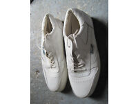 Mens size 8 Bowling Shoes Hensilite