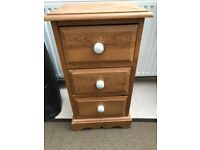 Pine chest of drawers / bedside table