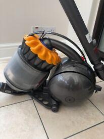DC28C multi floor cylinder vacuum cleaner Still under warranty