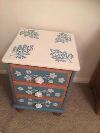 Small set of drawers