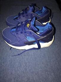 Nike Huarache Kids size 10.5 toddlers in blue/white