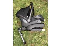 Maxi-Cosi CabrioFix Car Seat and Isofix base (0-12m) in black