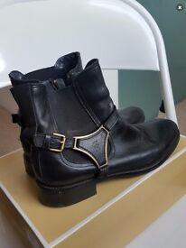 Tommy Hilfiger black boots size 6/ 39