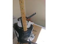 Fender Stratocaster Squier Vintage Black Modified-2 Sets of elixir strings, strap and strand